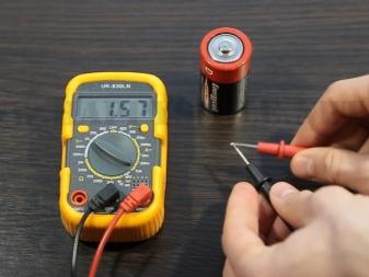 Отличия аккумуляторной батареи от батарейки