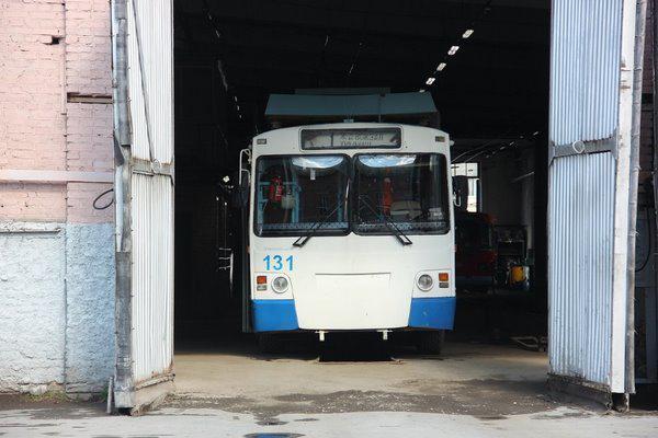 Троллейбус в депо