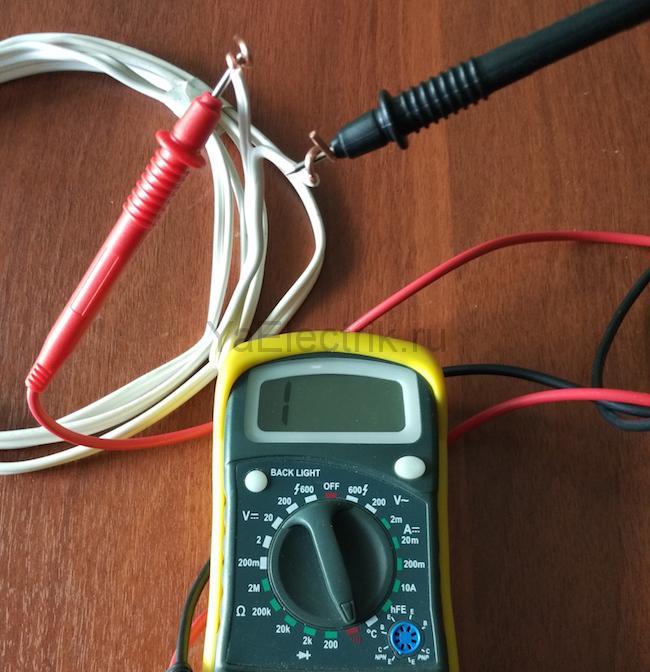 проверяем нет ли короткого замыкания между жилами кабеля
