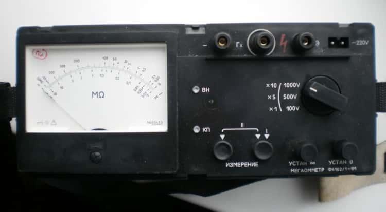 Современная аналоговая модель мегаомметра Ф4102