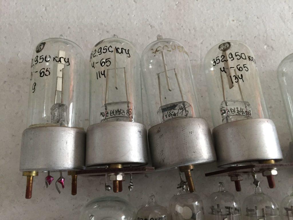 Набор кварцевых резонаторов.