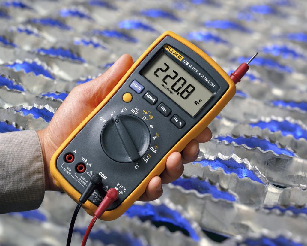 Цифровой мультиметр для проверки реле.