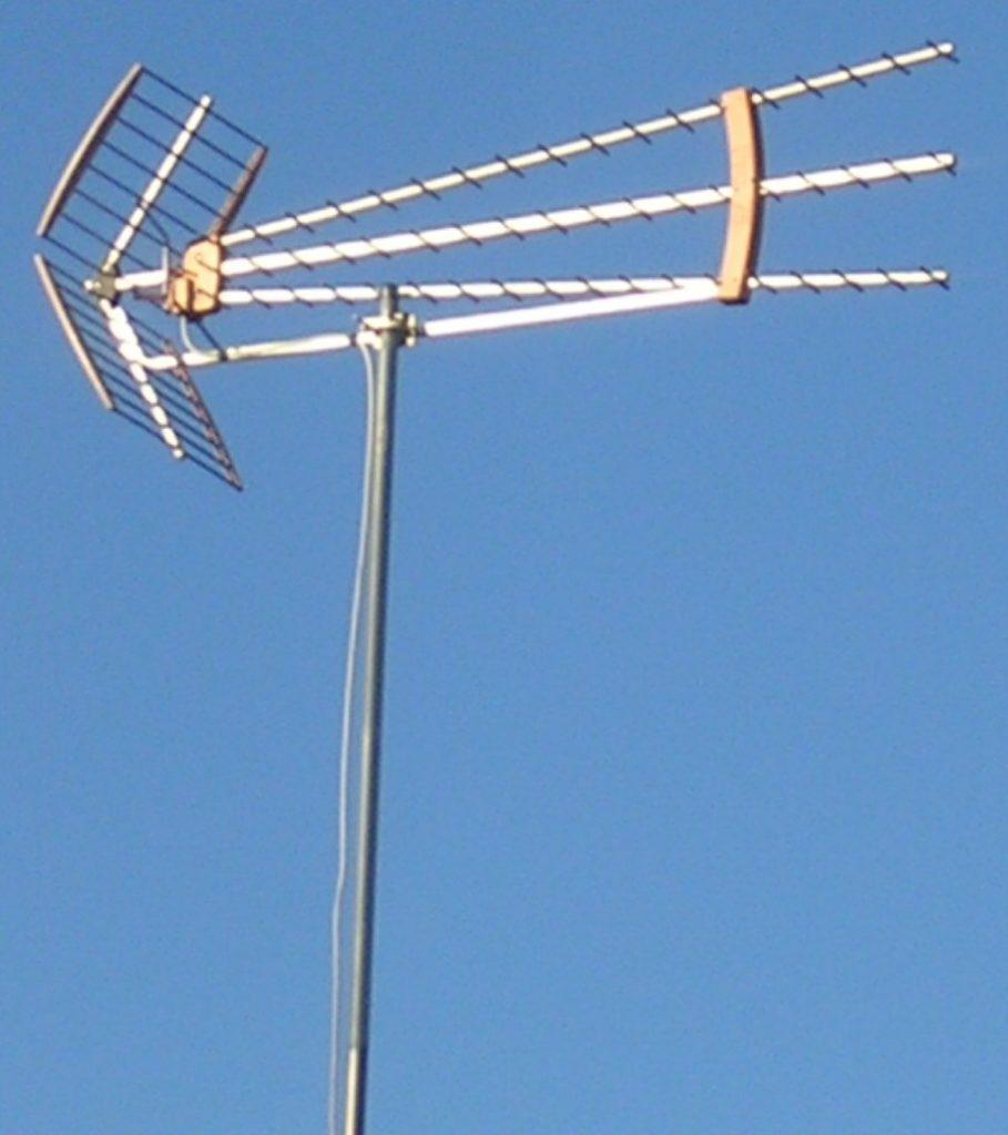 Дециметровая (ДМВ) антенна.