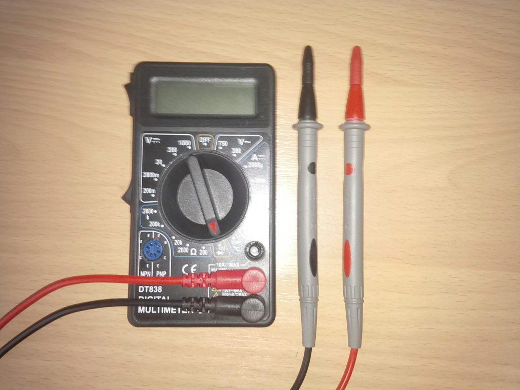 Далее, подключаем щупы к мультиметру (рис.2).